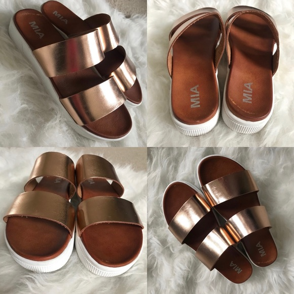 ca5be46fca9 MIA SAIGE Platform Rose Gold Slide Sandals. M 5ad65c223800c5f32bfba484